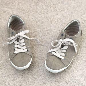 Taos Sneakers Size 10